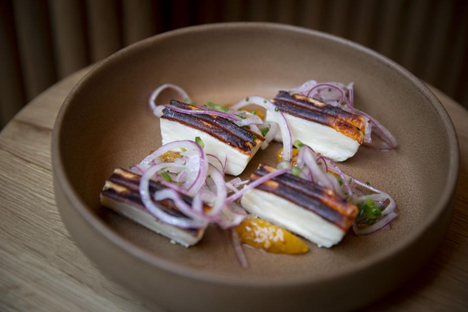 Ce halloumi avec moutarde d'abricots est un des plats végétariens au menu du Brouillon, qui en comporte plusieurs.
