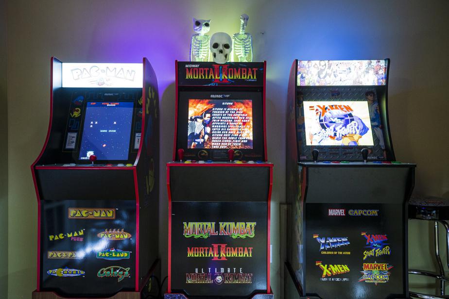 Pac-Man, Mortal Kombat, X-Men?: des heures de plaisir retrouvées en perspective. La famille a décoré certaines bornes avec des accessoires supplémentaires pour l'ambiance.
