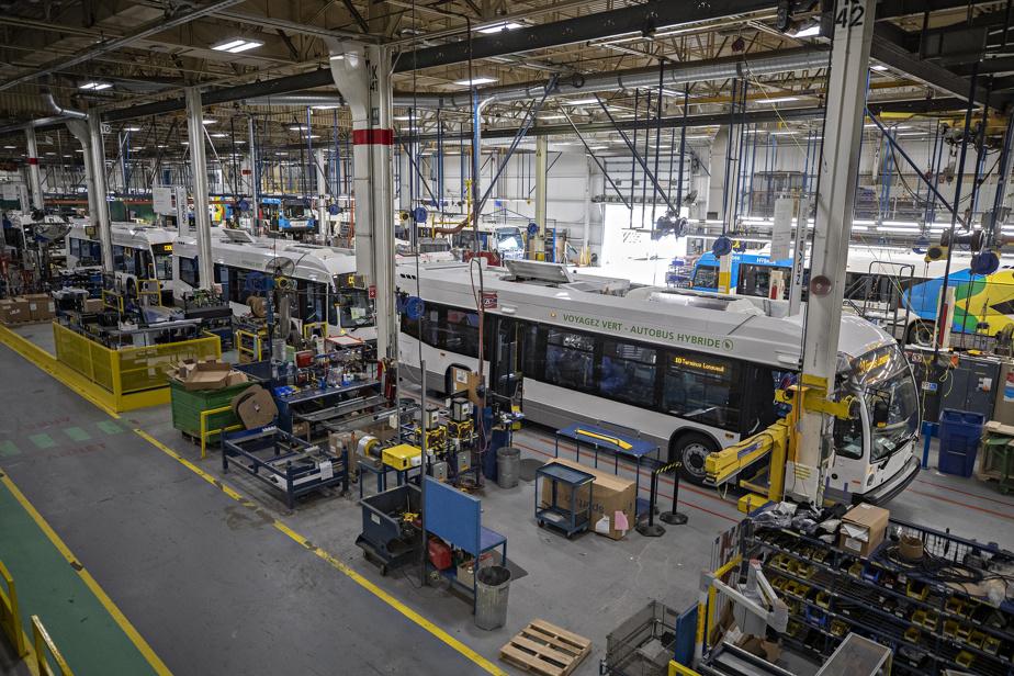 L'usine de Nova Bus, à Saint-Eustache, produit environ deux autobus par jour actuellement.