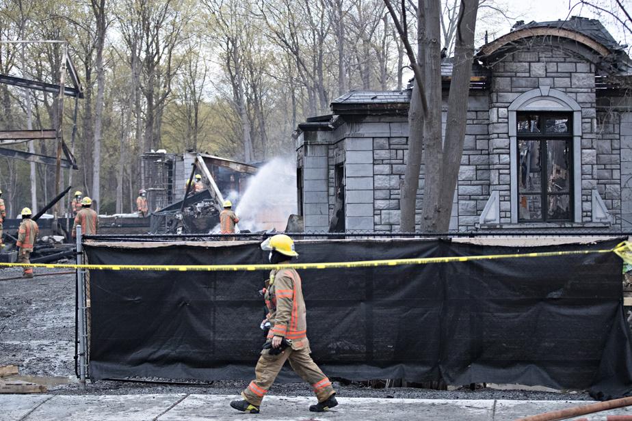 Dimanche vers 23h30, un appel a été fait au 911 en lien avec l'entrée par effraction de deux suspects à l'intérieur de la maison en construction.