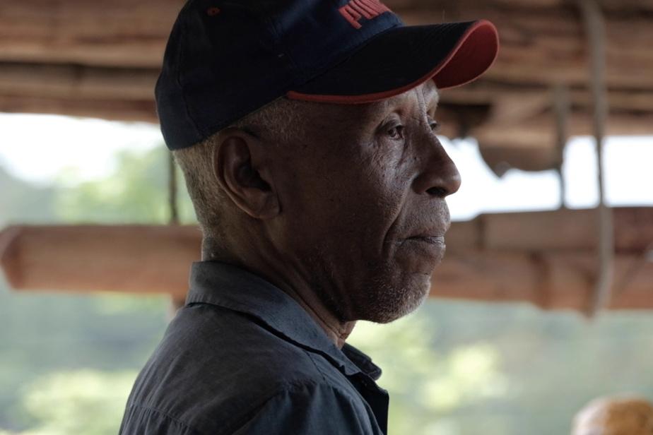 Teo Maldonado, propriétaire d'un champ de cacao à El Limón Agua Sabrosa