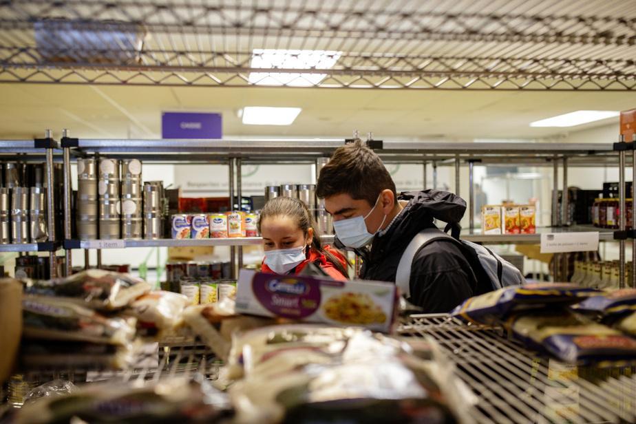Daniela et Oliverio chez Multicaf, organisme du quartier Côte-des-Neiges