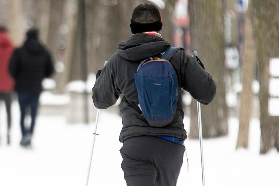 Si certains Montréalais ont décidé de s'envoler vers le Sud, d'autres citadins préfèrent faire du ski de fond au parc ou s'évader sur la patinoire.