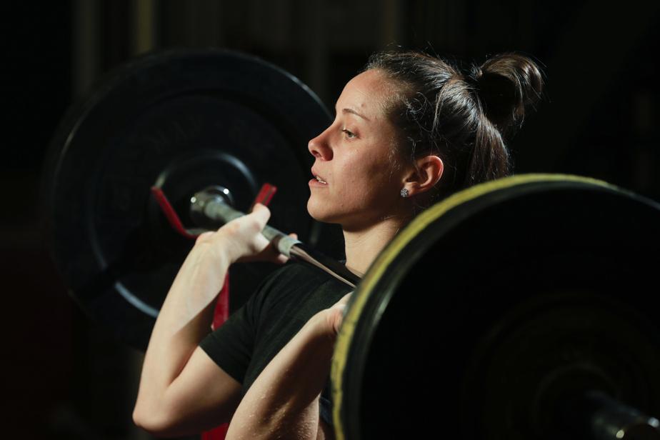 RACHEL LEBLANC-BAZINET Haltérophilie 0h50 — La Québécoise Rachel Leblanc-Bazinet est à l'œuvre dans la catégorie des 55kg.