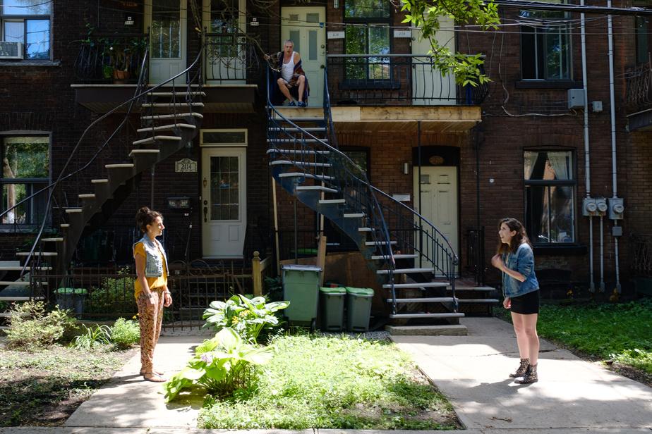 Pièce de théâtre de rue dans Pointe Saint-Charles - les acteurs Anne-MarieSaheb, RichardJutras et Devon Hardy