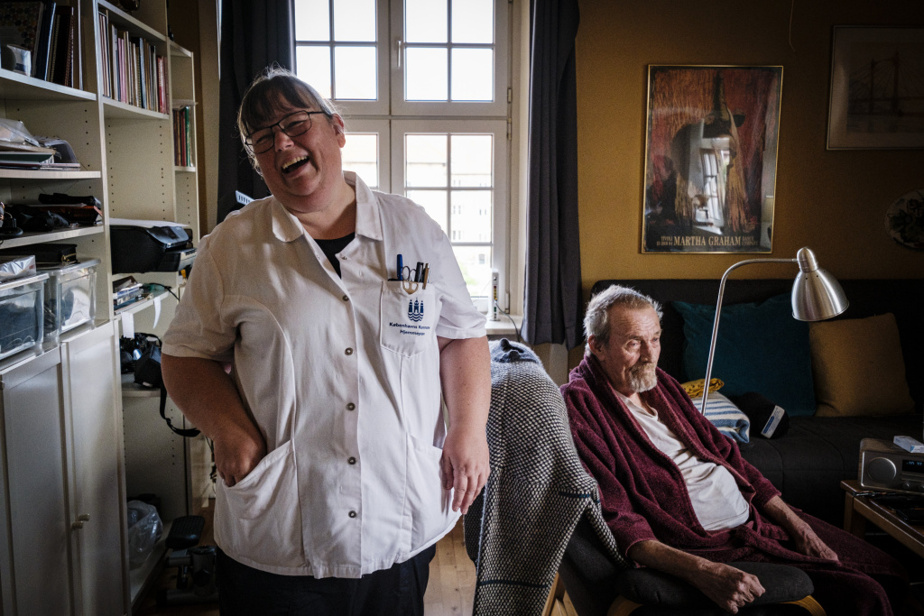 Lone Schjødt et Preben Pold se connaissent bien: l'infirmière auxiliaire visite cet ancien soldat deux fois par jour.