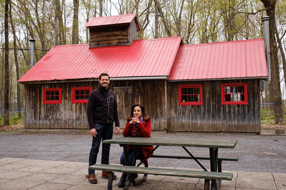 Stéphane Beaucage et Gabriela Sube Avalos ont réalisé de nombreux aménagements et ont participé à la construction de la cabane à sucre.