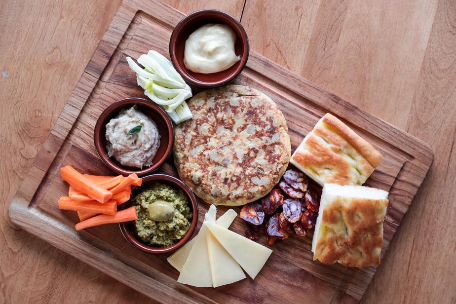 La boîte Apéro est un incontournable du menu et est idéale pour un pique-nique au parc.