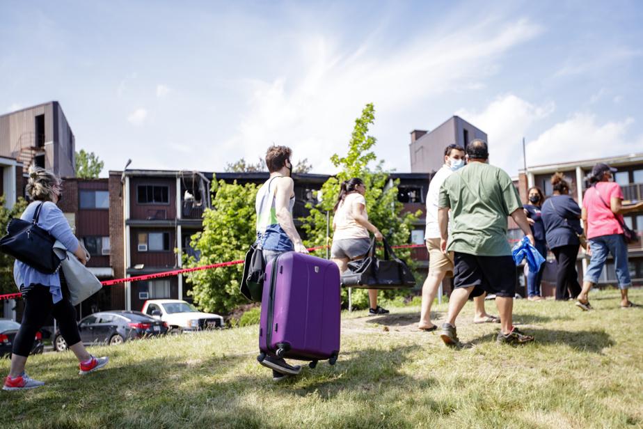 Un incendie survenu dans un immeuble de Dollard-des-Ormeaux samedi a mis à la rue 149ménages. Certains résidants ont pu aller récupérer des biens dans leur logement lundi, mais d'autres ont tout perdu.