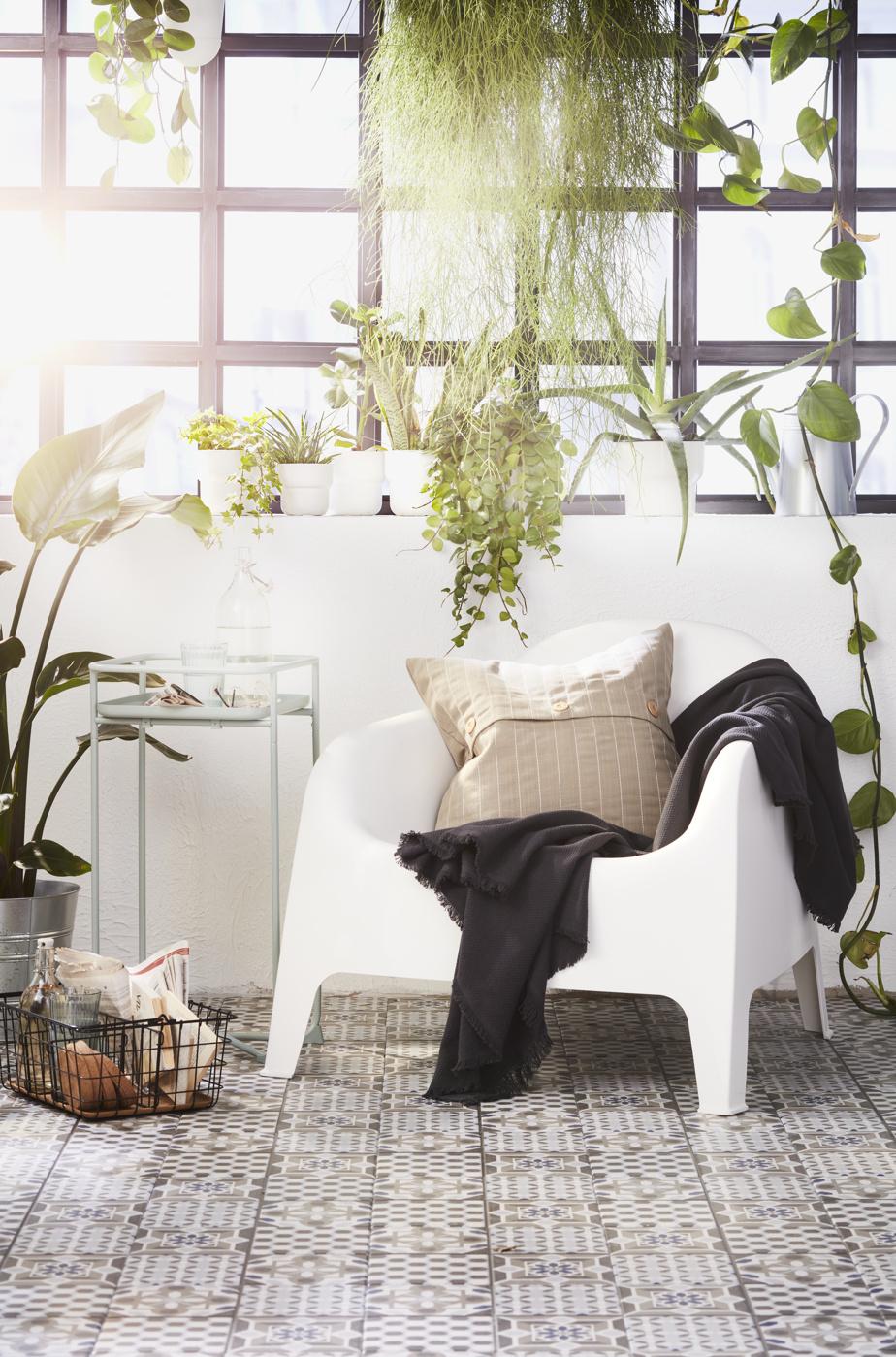 En désirant maximiser l'espace à leur disposition, plusieurs chercheront à créer des coins où il sera agréable de travailler ou de se retrouver seul pour lire, prédit Heena Saini, spécialiste des relations publiques sur le plan commercial chez IKEA Canada. «L'espace extérieur sera aménagé afin d'être polyvalent et de répondre à divers besoins, dit-elle. Ça deviendra entre autres un sanctuaire, un espace pour méditer et relaxer.»