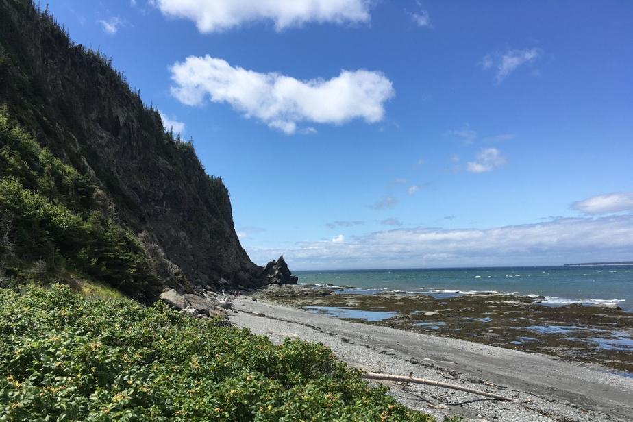 «Le Cap-à-l'Orignal du parc du Bic, dans le Bas-Saint-Laurent, est un dessentiers les plus spectaculaires au Québec: vue sur le fleuve, escarpement difficile, passage à marée basse seulement, vents très importants lors de notre visite. À couper le souffle!» — Steve Gallagher