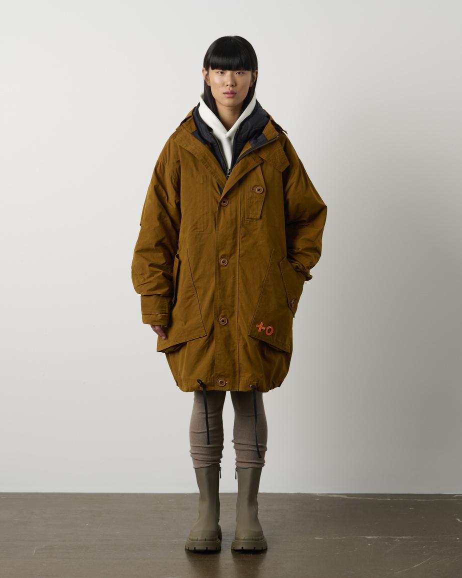 Unisexe, le manteau Upikan possède une coupe ample et deux couches imperméables à porter ensemble ou séparément. Il est lui aussi doté d'une poche intérieure permettant d'utiliser son téléphone tactile à travers le tissu. Prix: 1400$, offert en trois couleurs.