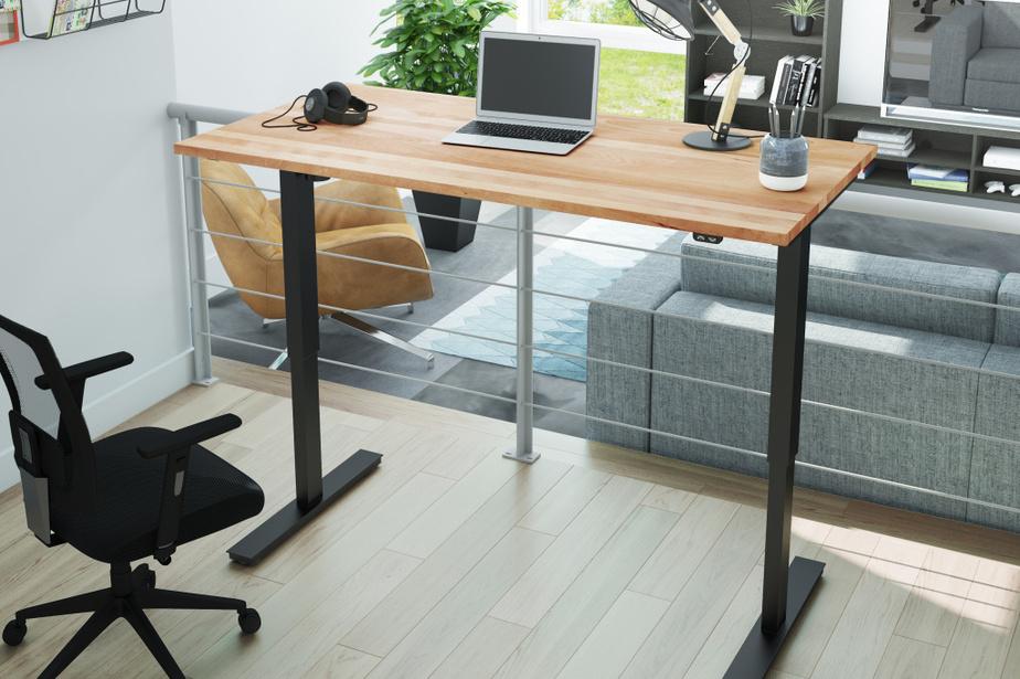 Les fabricants québécois fabriquent également du mobilier de bureau à vocation domestique, comme cette table de travail à hauteur ajustable de Bestar.