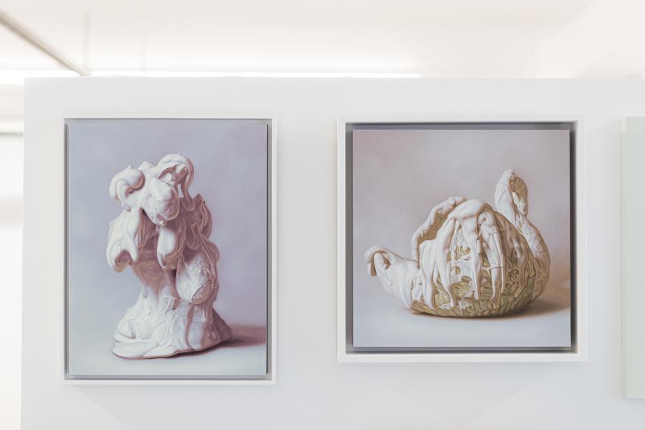 Rosalie Gamache s'intéresse aux portraits et aux natures mortes en essayant de les réactualiser. Ces deux peintures à l'huile appartiennent à sa série Peintures blanches.