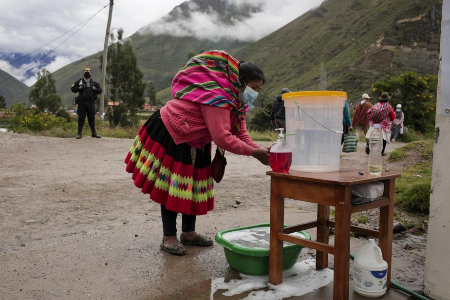 Outre leur président, les 25millions d'électeurs sont appelés à élire les 130députés du Parlement, à l'origine de nombreuses crises institutionnelles ces dernières années. La plus récente, en novembre2020, a conduit le Pérou à avoir trois présidents en une semaine.