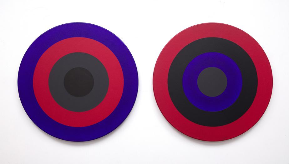 Double30 (Azo-cobalt), 1975, Claude Tousignant (né en 1932), acrylique sur toile (deux éléments), 76,2cm de diamètre chacun. Estimation: entre 90000$ et 120000$.