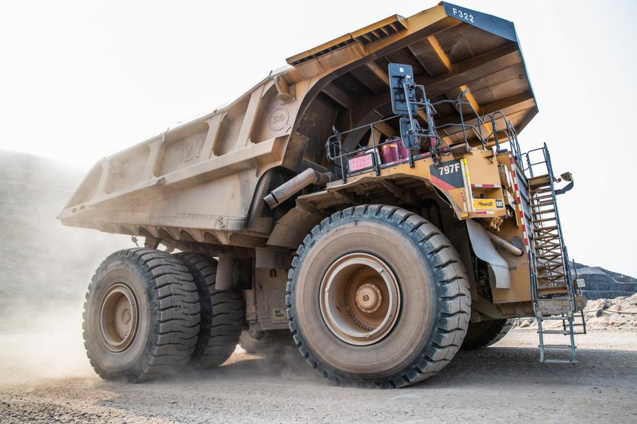 Le plus gros camion de mine existant au monde peut transporter 400tonnes de minerai.
