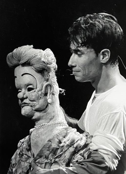 Stéphane Rousseau avec sa célèbre marionnette MmeJigger