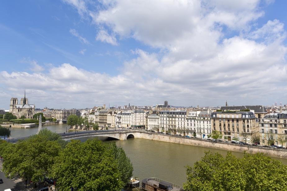 Paris, notamment Notre-Dame, vu de la terrasse de l'Institut du monde arabe
