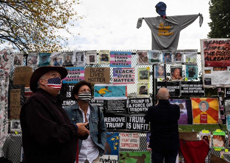 Affiches du mouvement Black Lives Matter placées tout autour du square Lafayette, devenu l'un des principaux lieux de rassemblement à Washington après la mort de George Floyd.