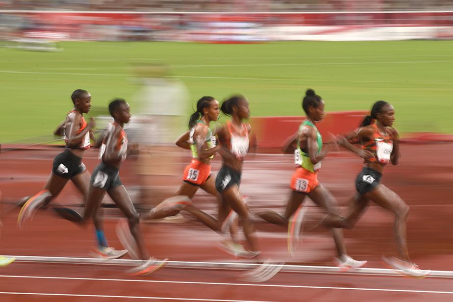 Le peloton en pleine action lors de la finale du 5000m féminin, remporté par la Néerlandaise Sifan Hassan.