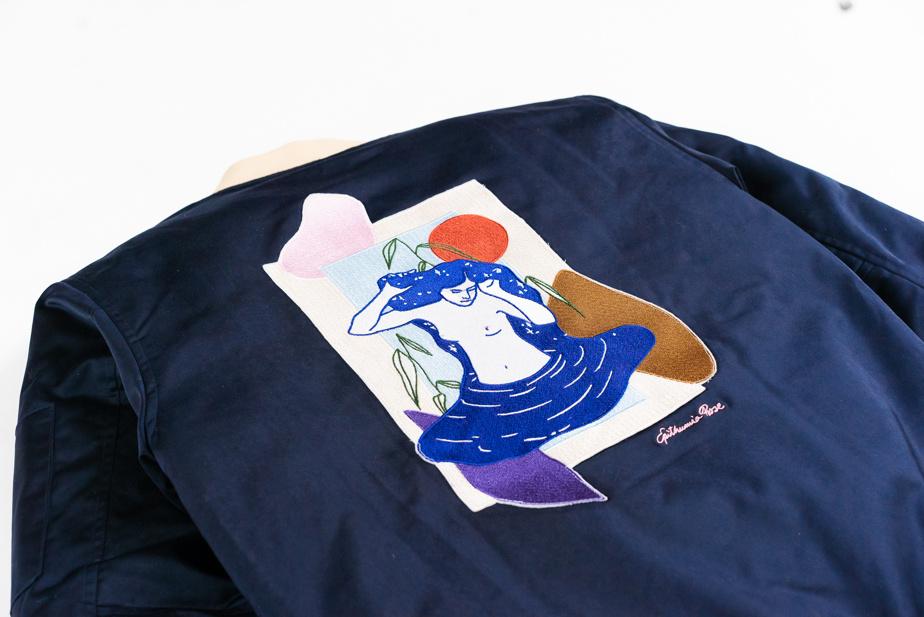 Le blouson d'aviateur (bomber jacket) de la collaboration se vend 200$