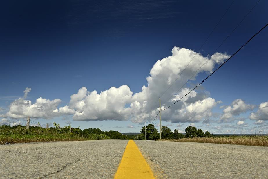 Sur les routes de campagne, la circulation est rare. Mais prudence, la chaussée est parfois très endommagée.