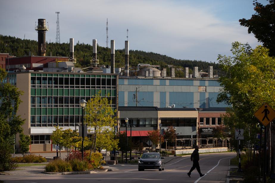 Carrefour important de la Côte-Nord et du nord du Québec, la ville sert de port d'entrée pour l'arrière-pays de la Côte-Nord. L'offre touristique est généreuse dans de superbes paysages côtiers.