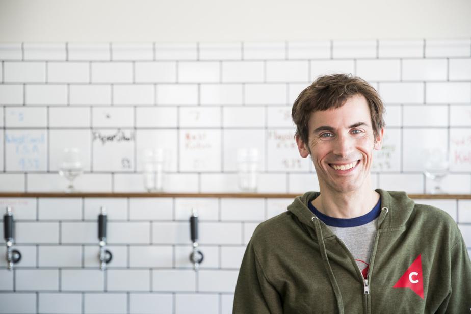 Natif d'Halifax, Duncan Cowie a déménagé à Montréal pour faire un doctorat en histoire, puis il a décidé de suivre une formation pour devenir brasseur au Niagara College Teaching Brewery.