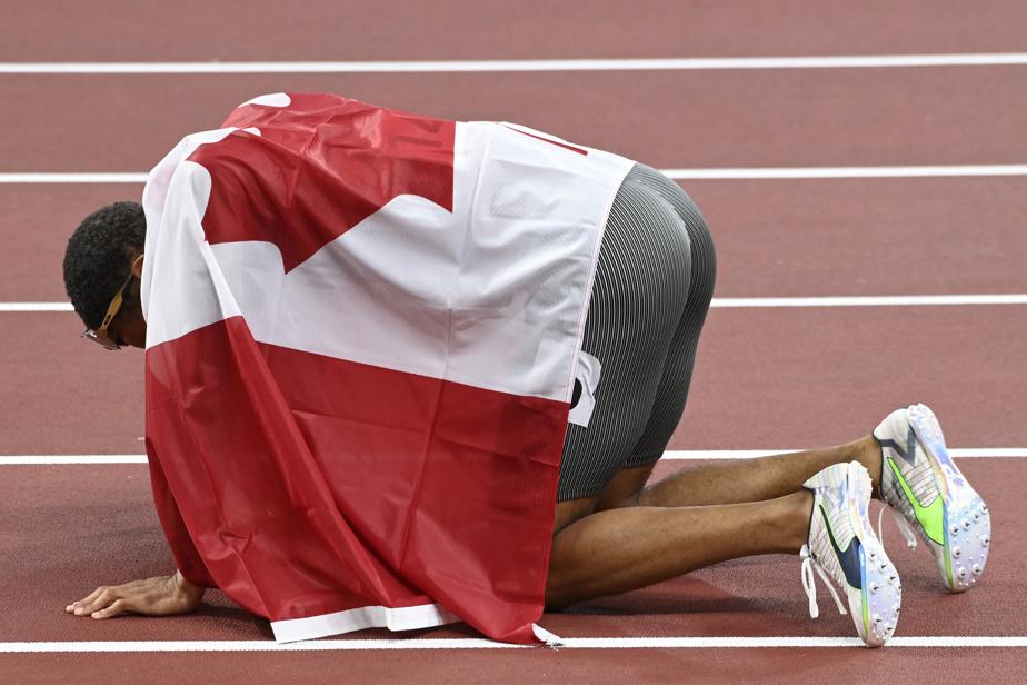 Andre De Grasse épuisé, mais champion olympique du 200m masculin.
