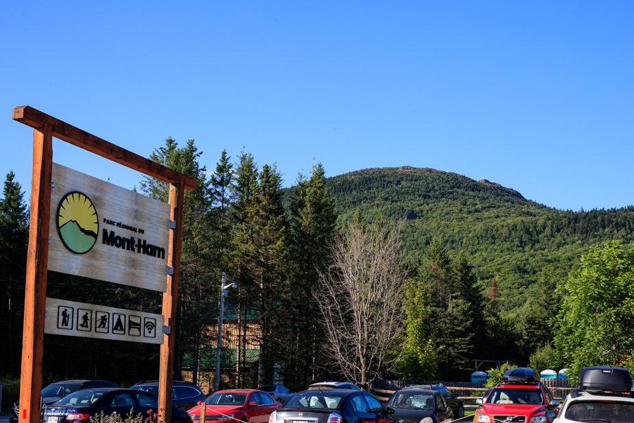 La route 257 qui mène au mont Ham est en gravier.