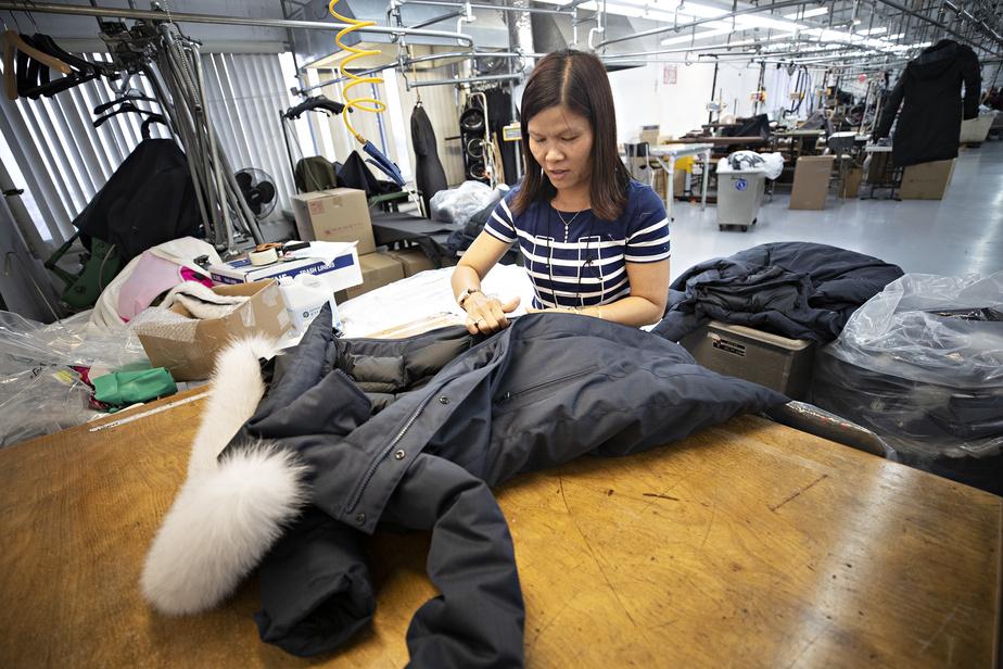 En plus de la boutique, on trouve, au même endroit, l'atelier où sont fabriqués les manteaux.