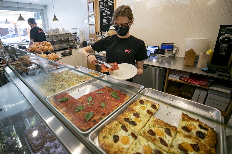 La pizza romaine, dite altaglio, spécialité du Café San Gennaro, rue Saint-Zotique
