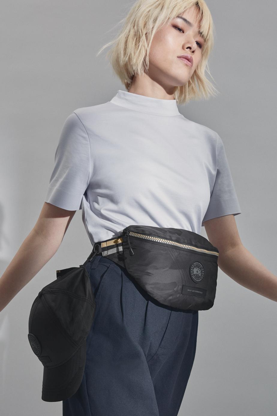 Le sac de ceintureW270 (395$) et la casquetteS180 (180$)