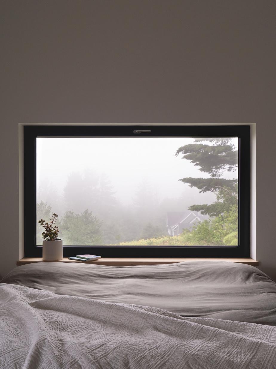 De grandes fenêtres ont été installées dans les chambres, même si elles sont orientées vers le nord, pour que les enfants se lèvent avec de la lumière naturelle. Les adultes profitent aussi de la vue.