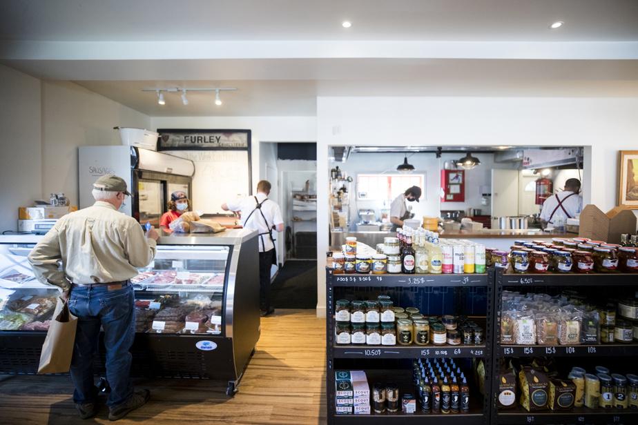 Le Furley est une boucherie, une boulangerie et un comptoir-épicerie.