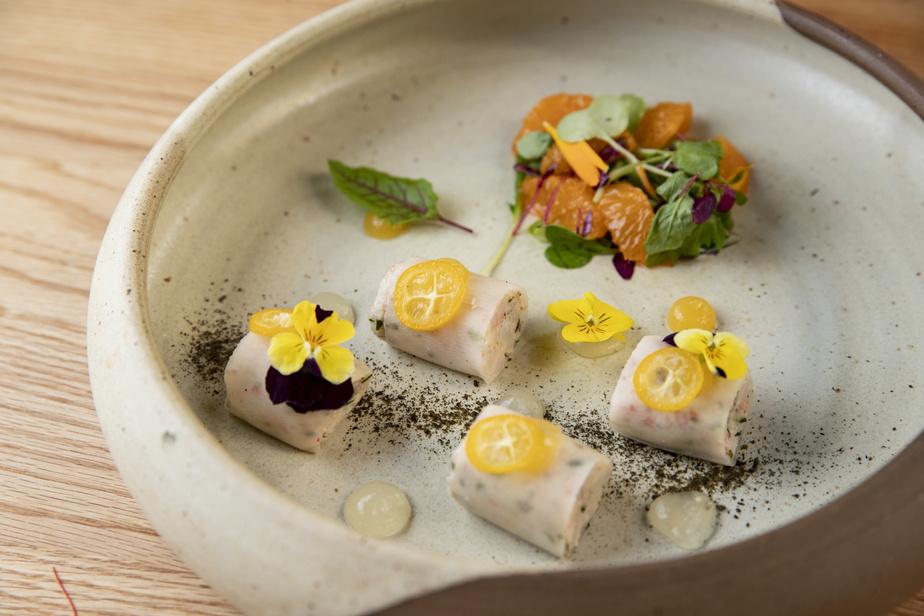 Le maki de crabe du Yuno Sushi, avec yuzu, amandes et clémentines.
