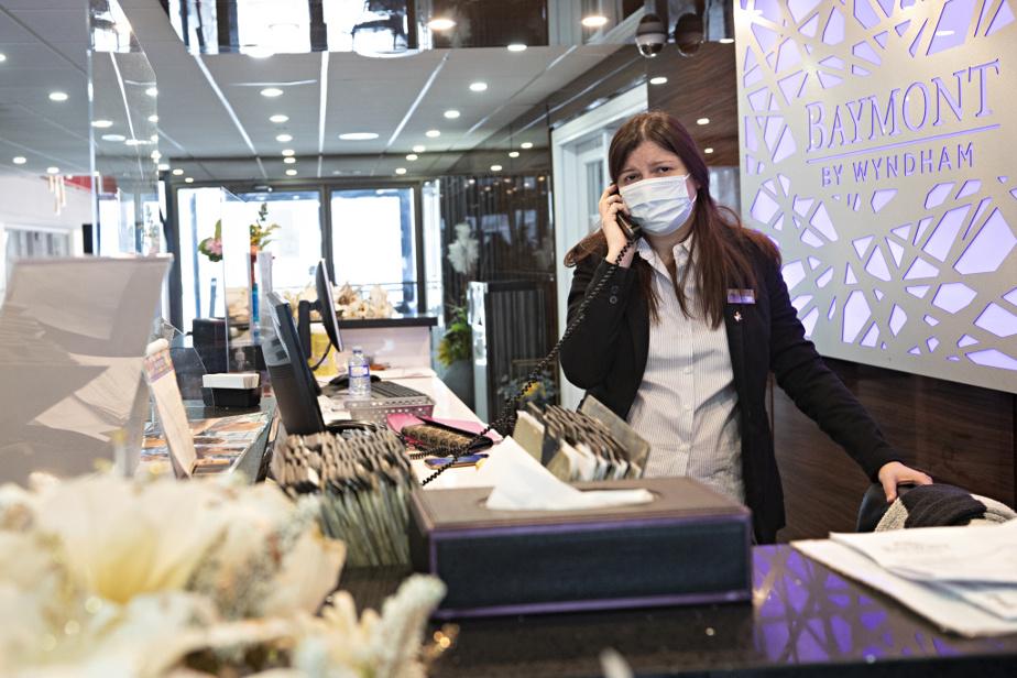 Tiziana Mastracci, comme les autres employés de l'hôtel, peine à répondre aux demandes incessantes des clients.