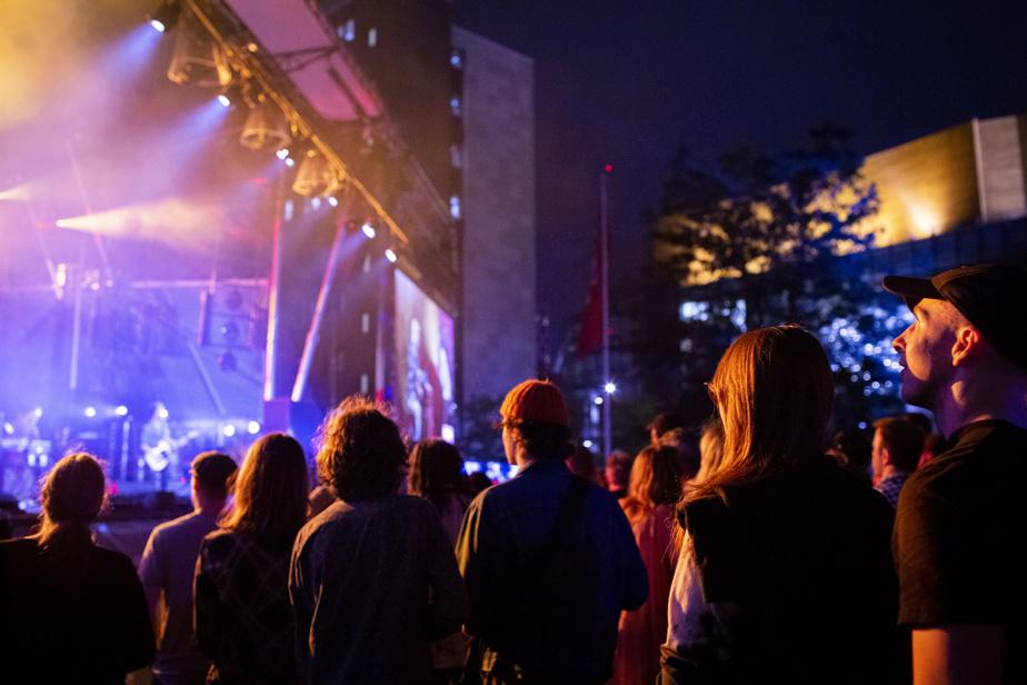 La foule au spectacle de The Brooks au Festival de jazz de Montréal