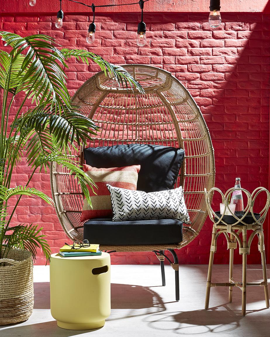 Une chaise hors de l'ordinaire a le pouvoir de transformer un environnement, estime Erin O'Brien, experte en décoration chez HomeSense. «Cherchez des chaises aux formes intéressantes, comme des fauteuils en forme d'œuf, avec des couleurs qui attirent l'œil et diverses textures. Dans un espace restreint, une seule suffit et permet de relaxer tout en tirant pleinement profit de l'espace.»