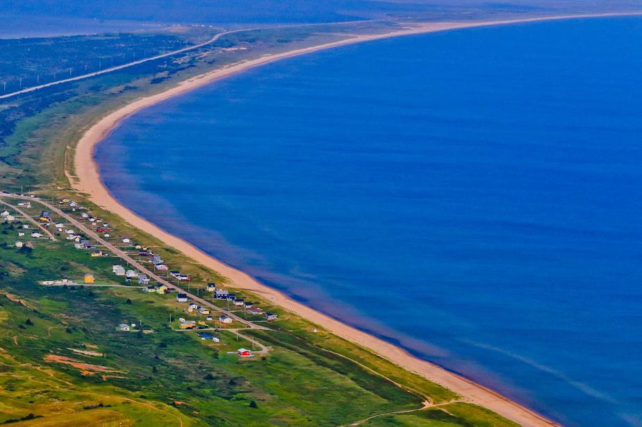 La grande plage de Portage-du-Cap, qui donne sur la baie de Plaisance, à Havre-Aubert, aux Îles-de-la-Madeleine