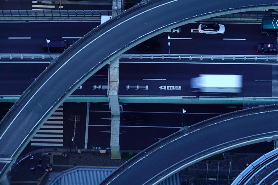 Un échangeur de la ville de Tokyo, vu du sommet de l'édifice Sunshine City60