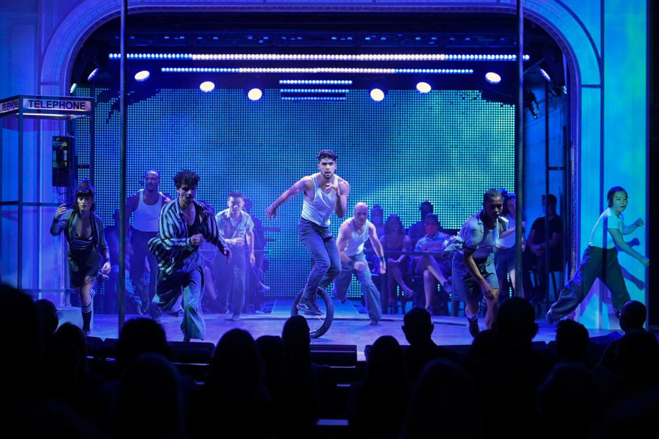 Plusieurs des artistes qui participent au spectacle sont passés par l'École nationale de cirque de Montréal.
