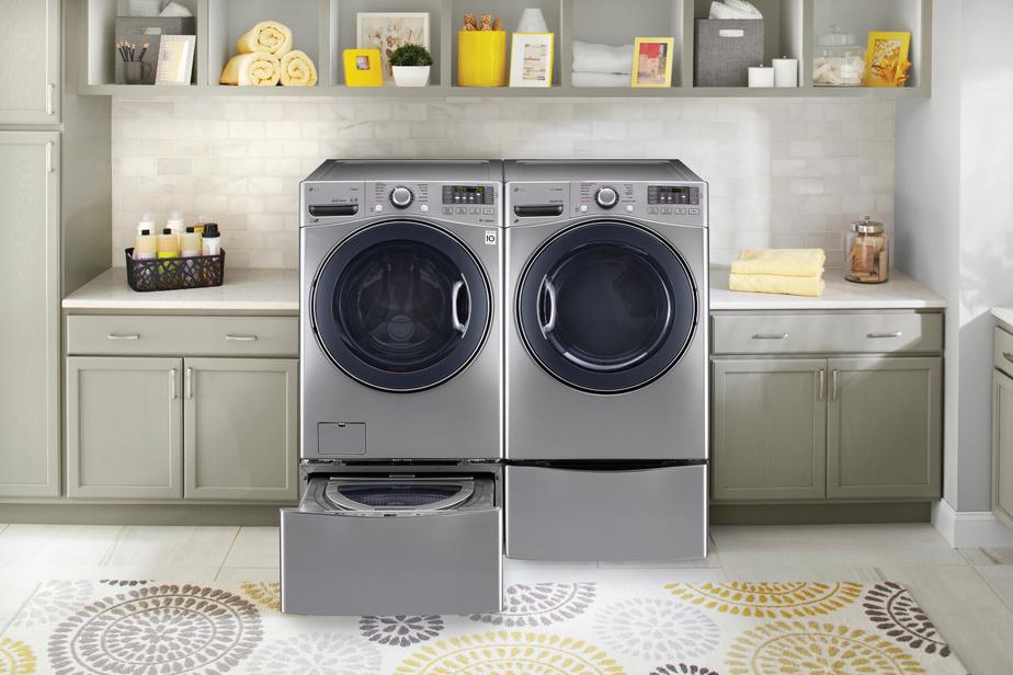 La laveuse Twinwash de LG permet de faire deux brassées en même temps. Une seconde laveuse est intégrée dans le piédestal, sous une laveuse à chargement frontal classique.