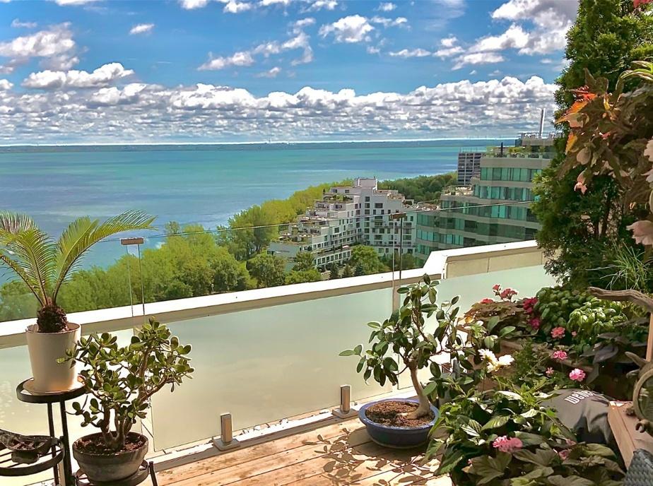 «Ce n'est pas Cancún, mais L'Île-des-Sœurs resort!», nous a écrit Carlos Martinez. En effet, les photos de son balcon semblent avoir été prises à bord d'un bateau de croisière dans les Caraïbes. «Nous perdons de vue que Montréal est entouré par de superbes rapides et majestueuses vues sur le fleuve Saint-Laurent, souligne-t-il. L'Île-des-Sœurs est l'endroit idéal pour apprécier cet extraordinaire cadeau de la nature.»