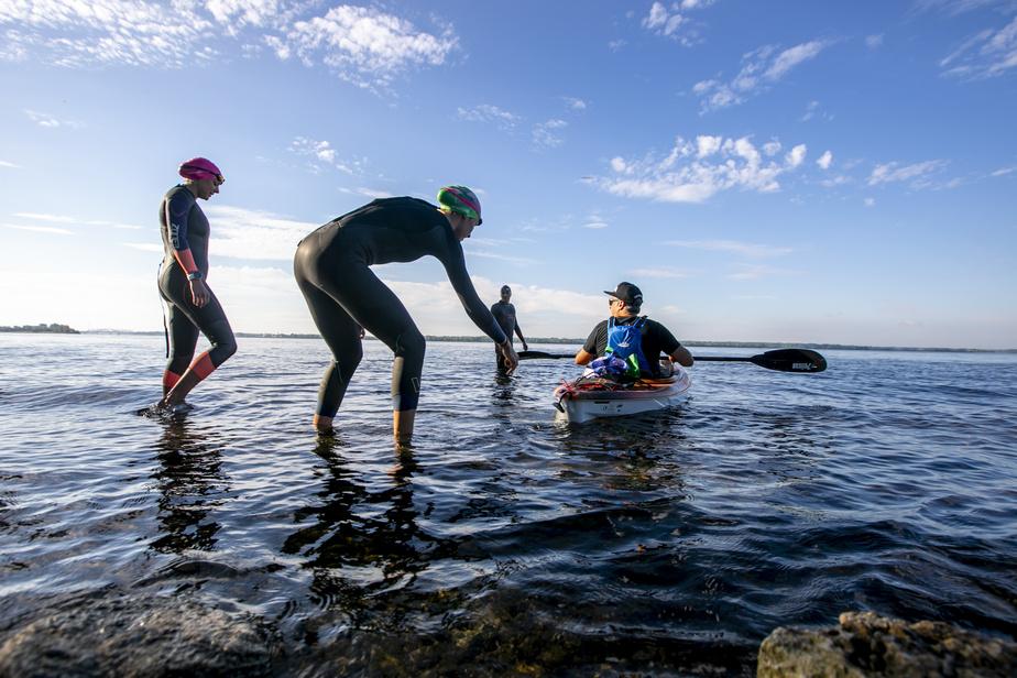 Aussi étonnant que ça puisse paraître, c'est à partir d'une plage de galets que les nageurs se sont élancés dans les eaux de Lachine.