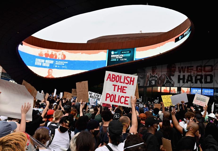 Une manifestation a été organisée devant le Barclays Center de Brooklyn.