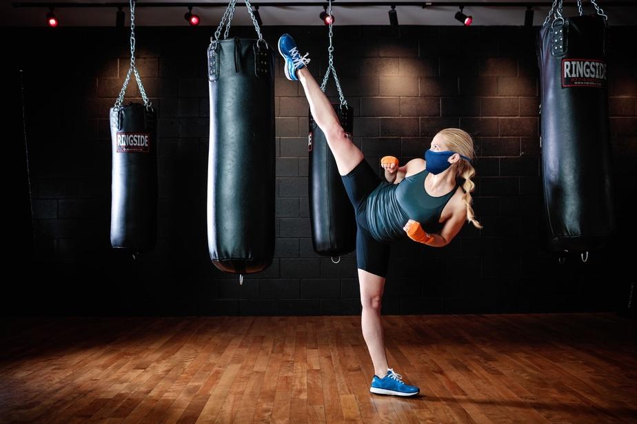 Le fabricant québécois Moov Activewear propose un couvre-visage. «Il peut très bien être utilisé pour les sports, dû à sa composition et par son intérieur fait de tissus au fil d'argent à 99%», dit StéphanieTremblay, copropriétaire de Moov Activewear.