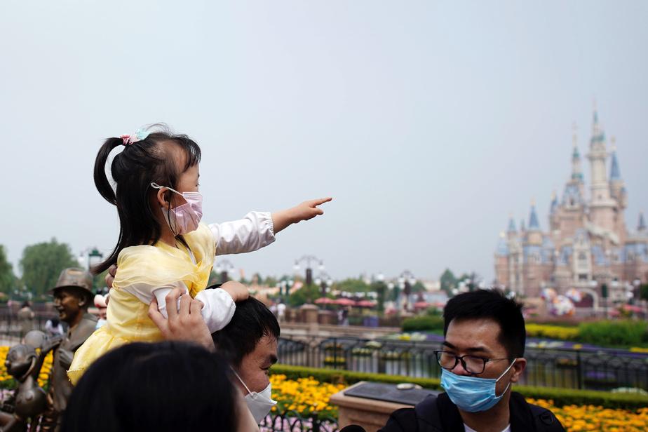 Disney avait fermé son parc de Shanghai fin janvier, avant de faire de même avec ses installations aux États-Unis, en France, au Japon et à Hong Kong.
