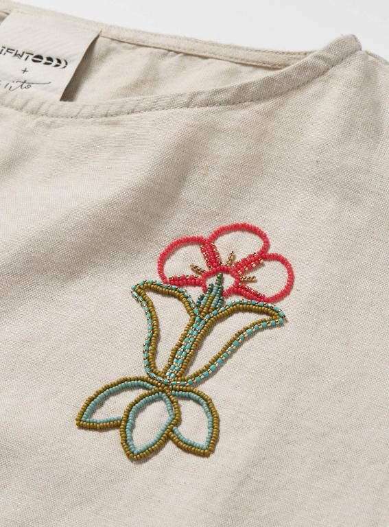Détail d'un motif perlé créé par l'artiste autochtone Niio Perkins.